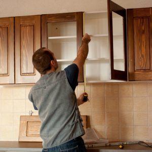kitchen cabinet installer